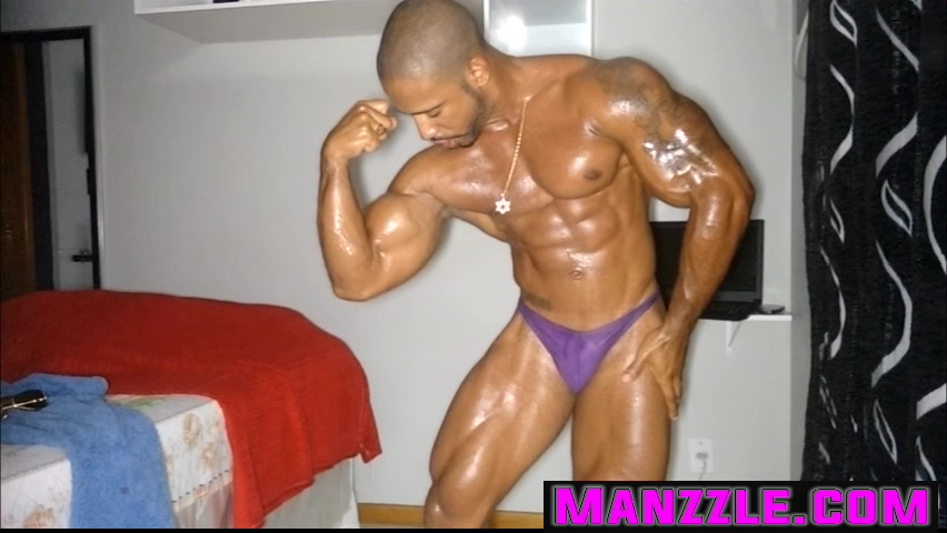 Oiled Up Flexing - Hebert Gomes